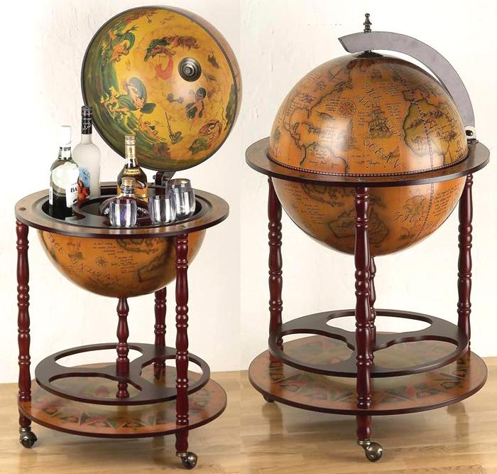 Minibar cu glob pamantesc antichizat si picioare de lemn