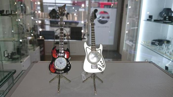 Ceasuri miniaturi chitara