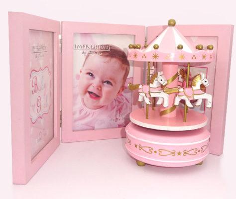 Carusel muzical roz si rama foto roz pentru fetita, cadouri pentru botez inspirate