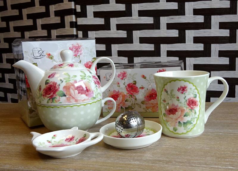 Un set de ceai din portelan fin cadou botez nasi