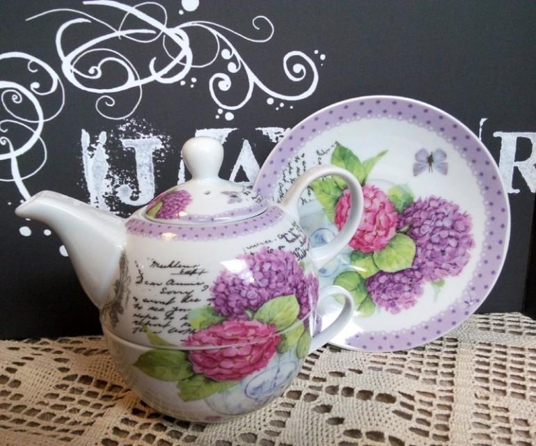 Ceainic de portelan cu flori de hortensie