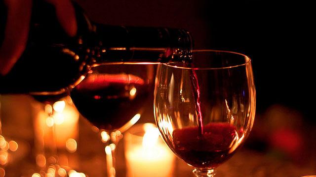 vin-rosu-noapte