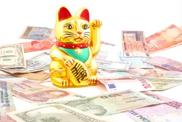 Pisicka Maneki Neko cadouri pentru barbatul superstitios