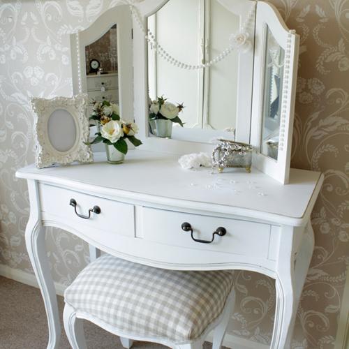 Cum stergem o oglinda de baie