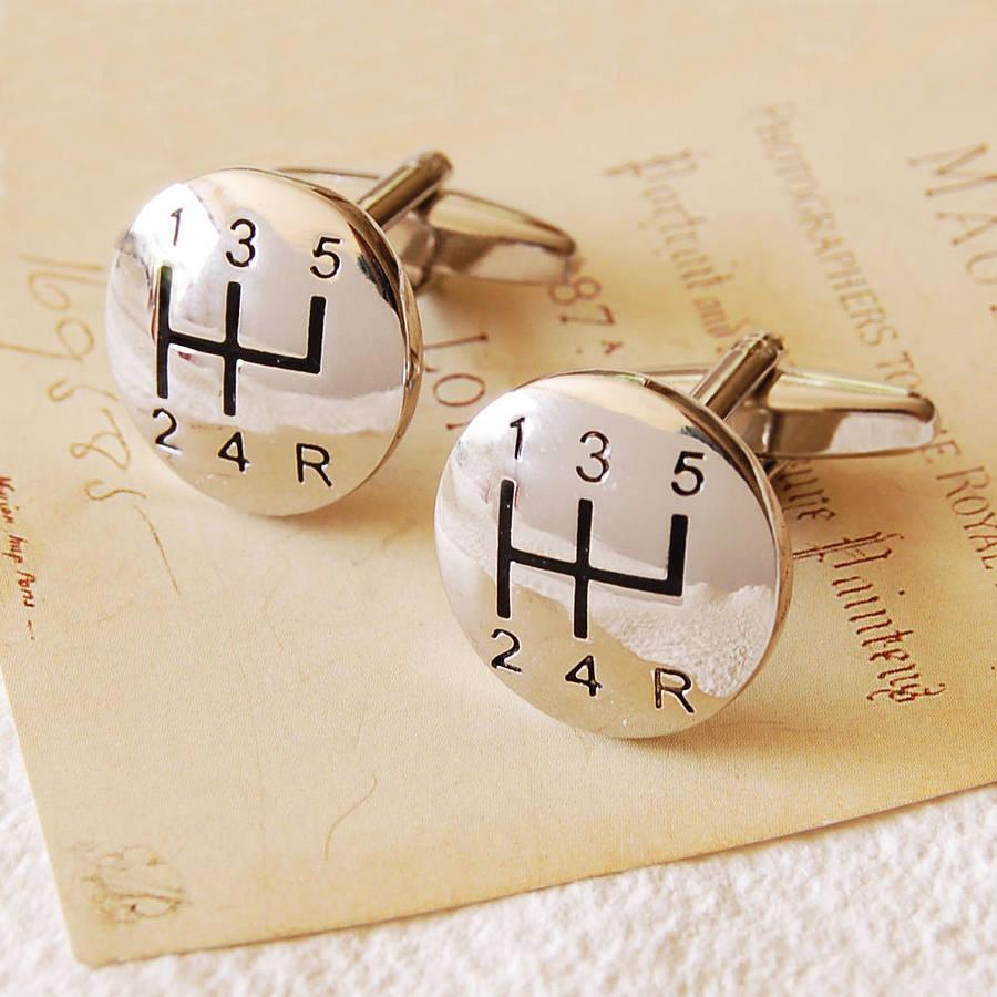 Butoni de camasa personalizati- accesorii deosebite si cadouri pentru barbati