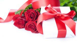 Cadouri-opt-martie-trandafiri