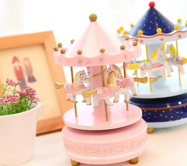 carusel-muzical-roz-fetita