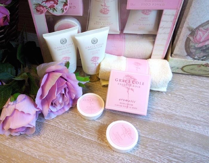 Set cadou cosmetice cu aroma de trandafir