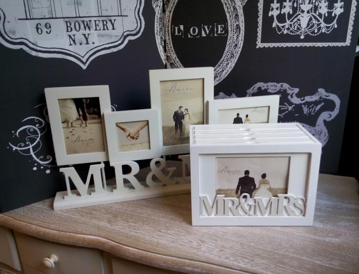 Rama foto impreuna cu albumul formeaza cadoul perfect pentru pastrarea amintirilor de la nunta.