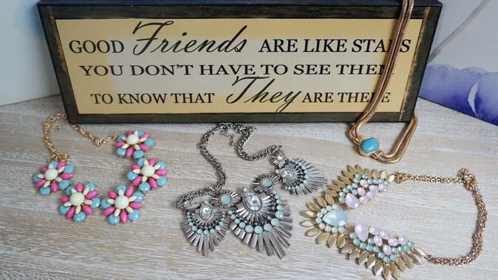 Coliere pentru prietene