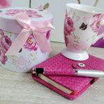 Cana de cafea si agenda cu pix roz