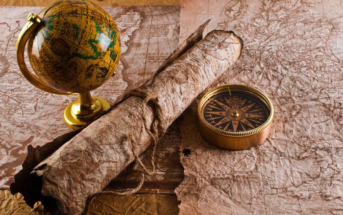 Glob pamantesc harta veche si busola antichizata