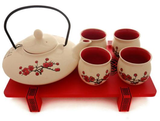 Set de ceai cu tavita din portelan chinezesc.