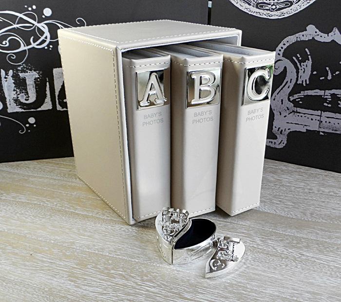 Album foto ABC pentru bebelusi si cutiuta pentru prima bucla si primul dintisor.