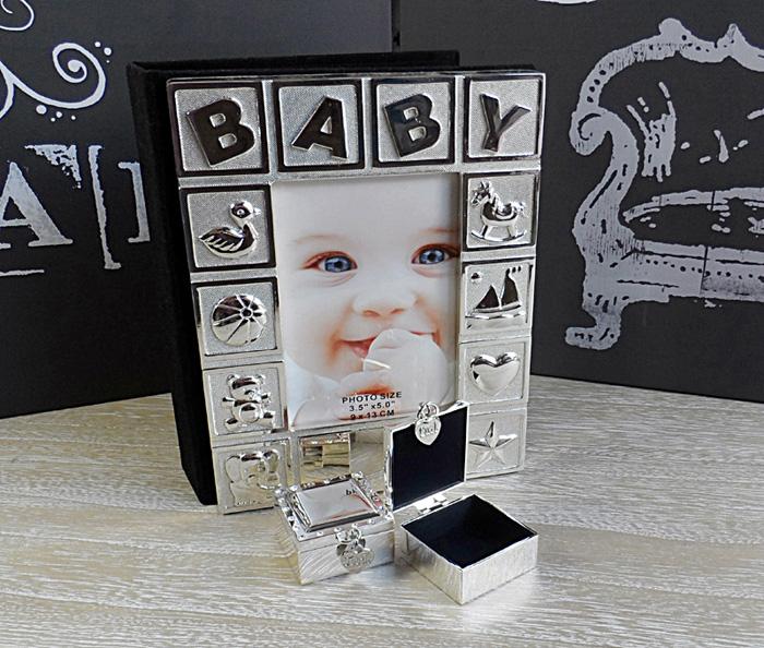 Rama foto BABY impreuna cu un doua casetute pentru prima bucla si primul dintisor.