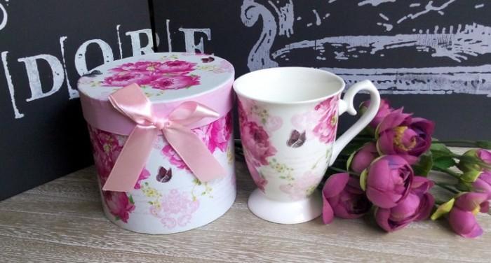 Cana de cafea din portelan fin cu bujori roz