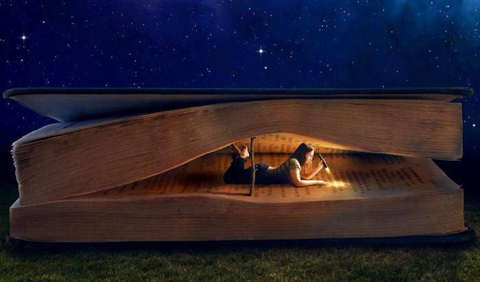 Fata citind sub cerul instelat