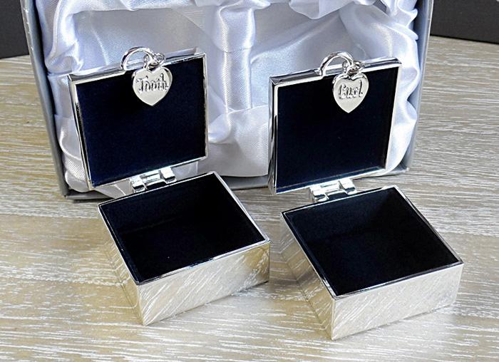 Cutiute placate cu argint pentru prima bucla si primul dintisor.