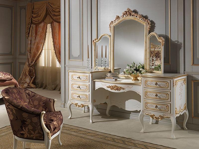 Masa de toaleta in stil clasic frantuzesc.