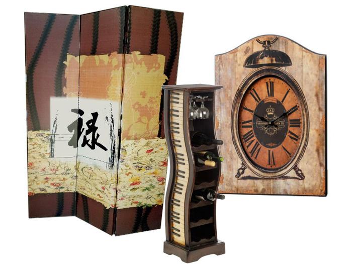 Suport din lemn pentru sticlele de vin impreuna cu paravanul decorativ cu inscriptie chinezeasca insemnand prosperitate si ceas de perete.