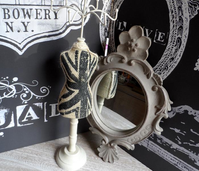Oglinda si suport pentru bijuterii vintage
