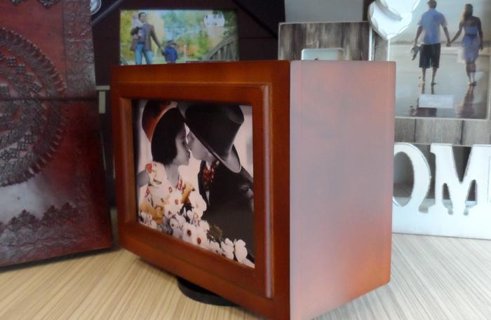 Album foto in cutie de lemn