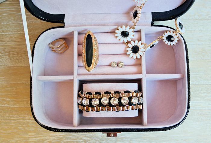 Cutie pentru bijuterii cadou perfect.