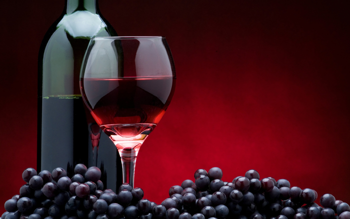 Sticla si pahar de vin