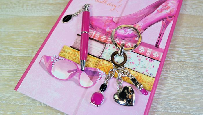 De luat in geanta: carnetel, pix, breloc, Cadou pentru cea mai buna prietena