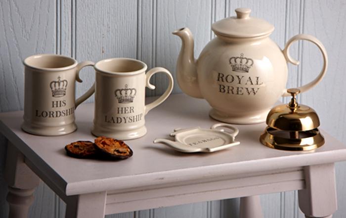 Cani ceainic si clopotel de receptie