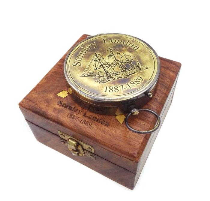Busola in cutie de lemn personalizata prin gravare laser
