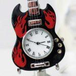 Ceas chitara miniatura pentru pasionatii de muzica