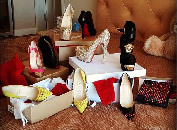 Pantofi scumpi-cadouri scumpe pentru ea