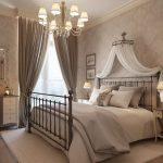 Cum decorezi in jurul unui pat imens