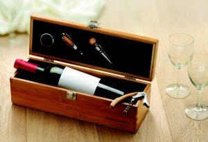 Cutie pentru sticla de vin cu set de accesorii pentru vin