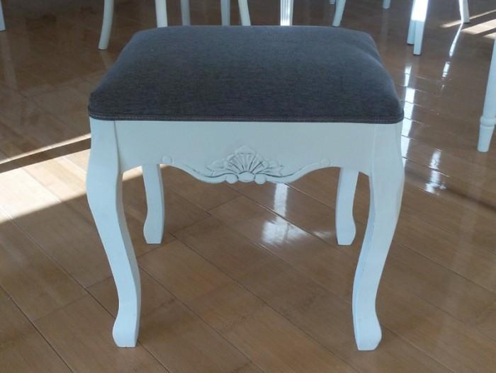 Taburet de lemn pentru masa de toaleta sau pian