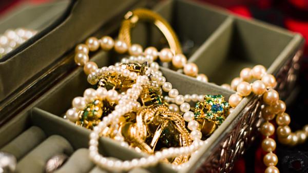 accesorii feminine pentru sarbatori