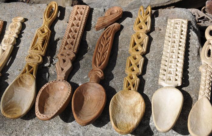 Linguri de lemn sculptate Cadouri traditionale romanesti