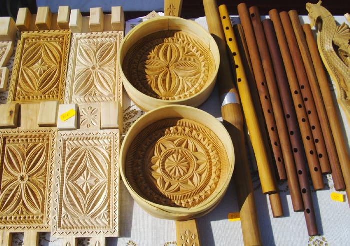 Cadouri traditionale romanesti sculptate in lemn
