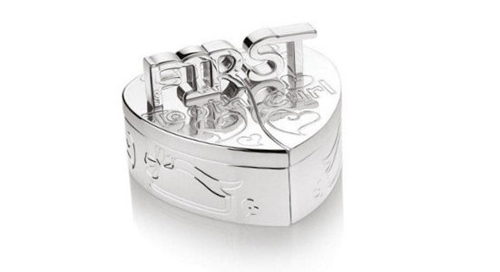 Casetuta pentru primul dintisor si prima bucla de par, cadouri speciale pentru bebelusi.