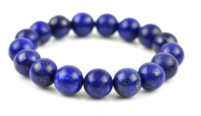 Bratara din lapis lazuli.