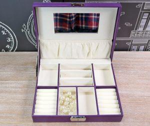 O cutie de bijuterii incapatoare.