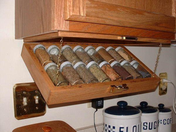 Decoratiuni pentru bucatarie raft pentru condimente