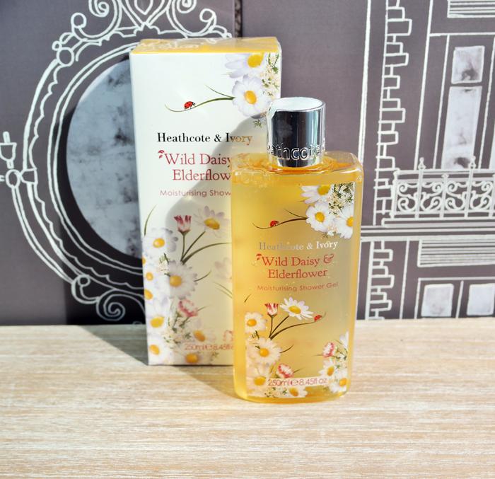 Produse pentru ingrijirea corpului cu miros floral.