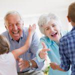 Idei inspirate de cadouri pentru pensionari