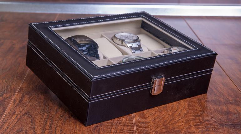Cutie de ceasuri – un cadou pentru barbati