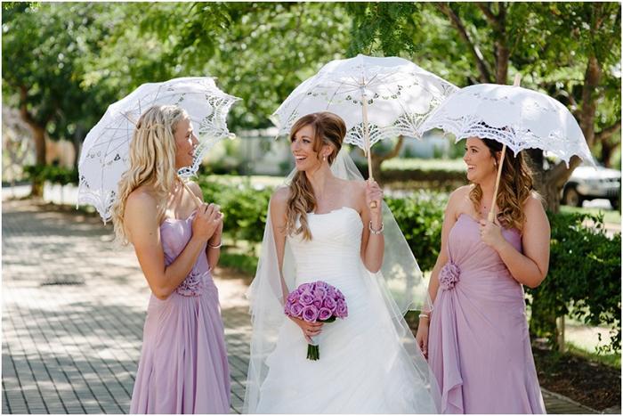 Sedinta foto inedita cu evantai si umbrela din dantela. superstitii de nunta