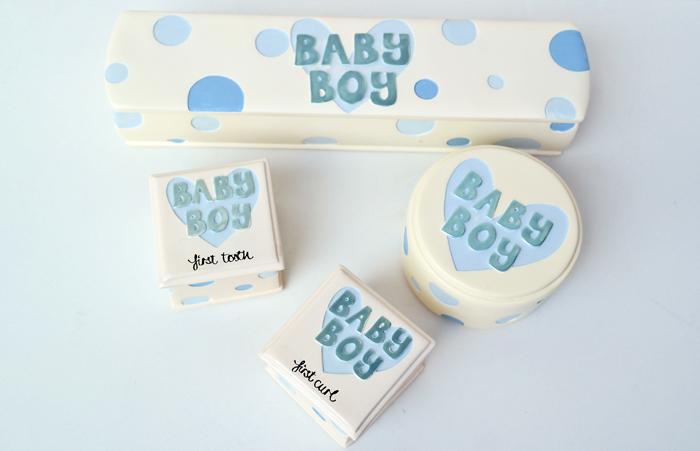 Cadou de botez pentru baietei cu buline albastre