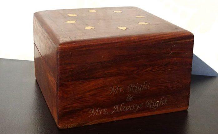 cadouri de nunta inspirate cutie lemn nuc