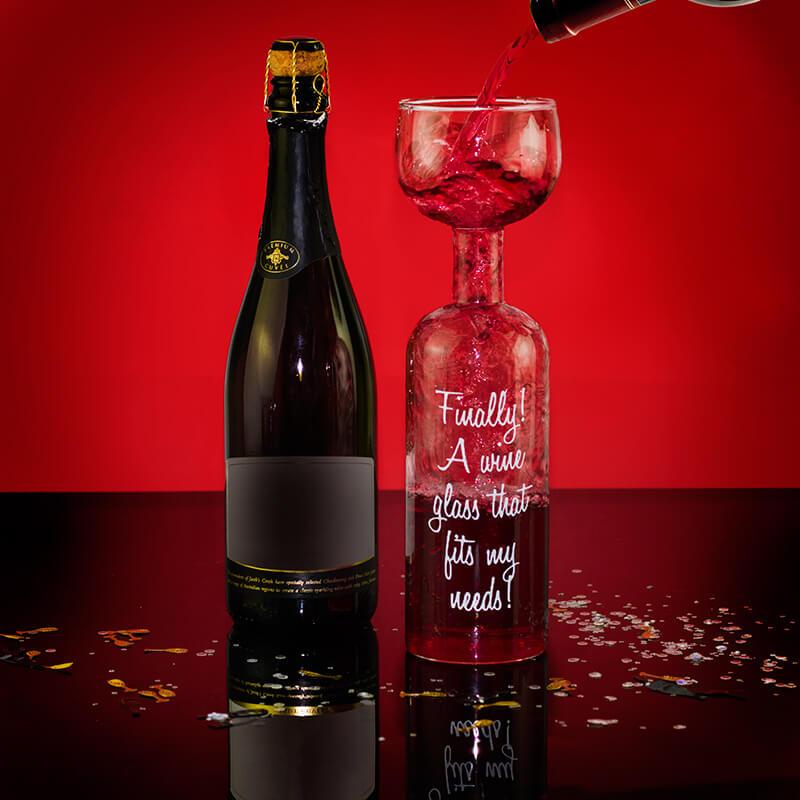 sticla cu pahar cadouri trasnite